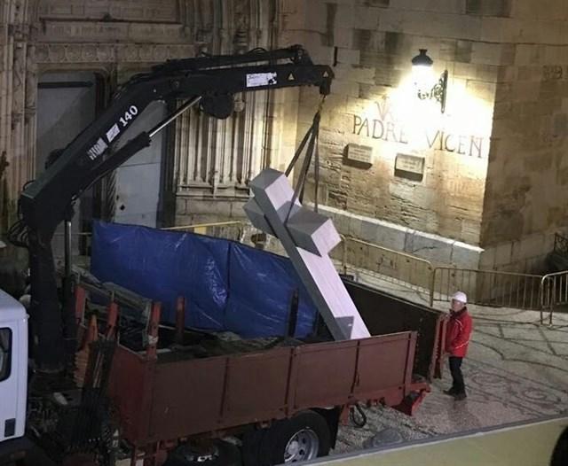 El Tribunal que ha permitido la retirada recuerda que en 2016 ya se eliminaron del monumento las placas que pudieran considerarse elementos de exaltación colectiva de la Guerra Civil.