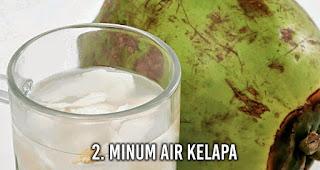 Minum Air kelapa untuk Sembuhkan mabuk perjalanan