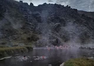 Primer baño en aguas termales calentitas, en Landmannalaugar.