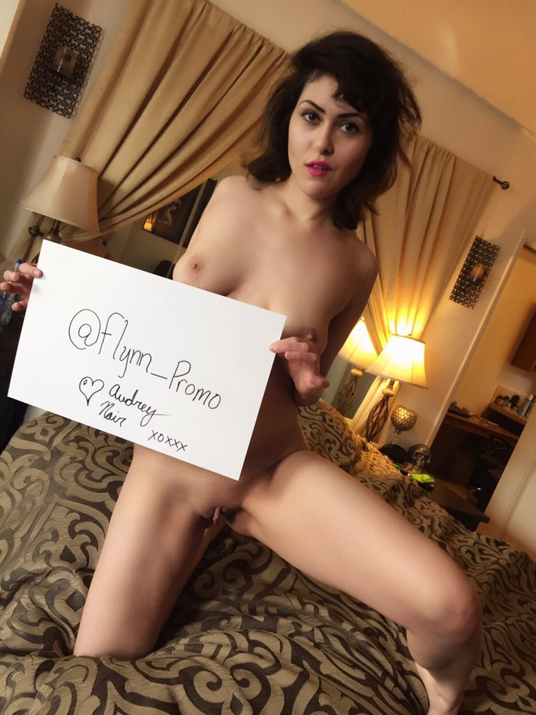 FanSign from the horny @AudreyNoirDoll