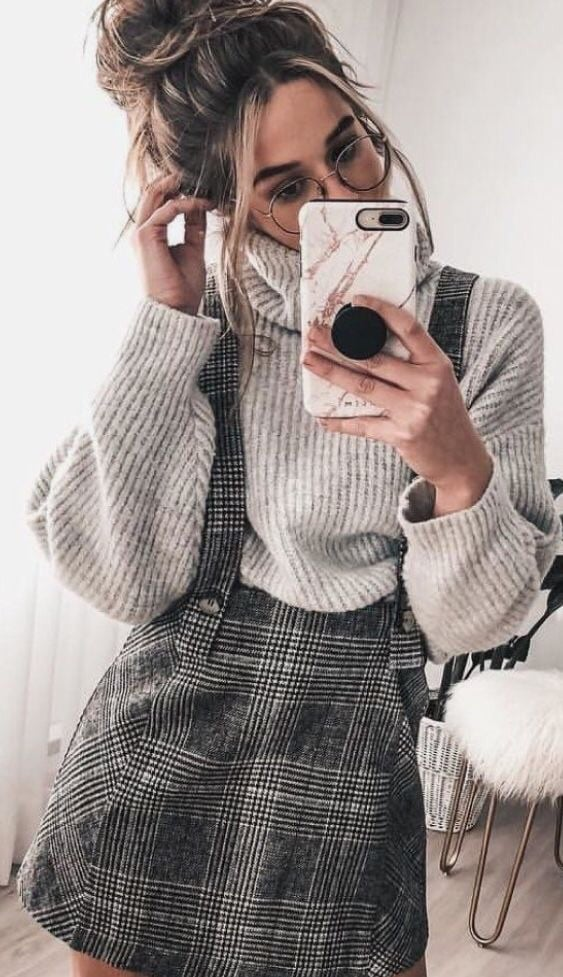 silmpe and cozy outfit for this fall : high neck sweater and plaid sundress