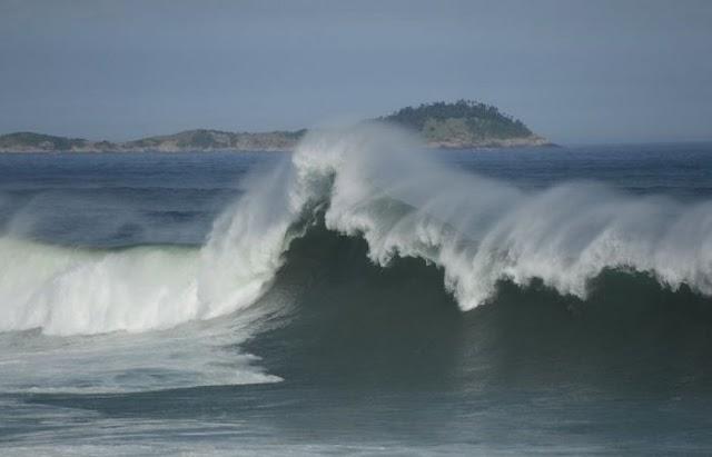 Litoral nordestino pode ter ondas de até 4 metros neste início de semana