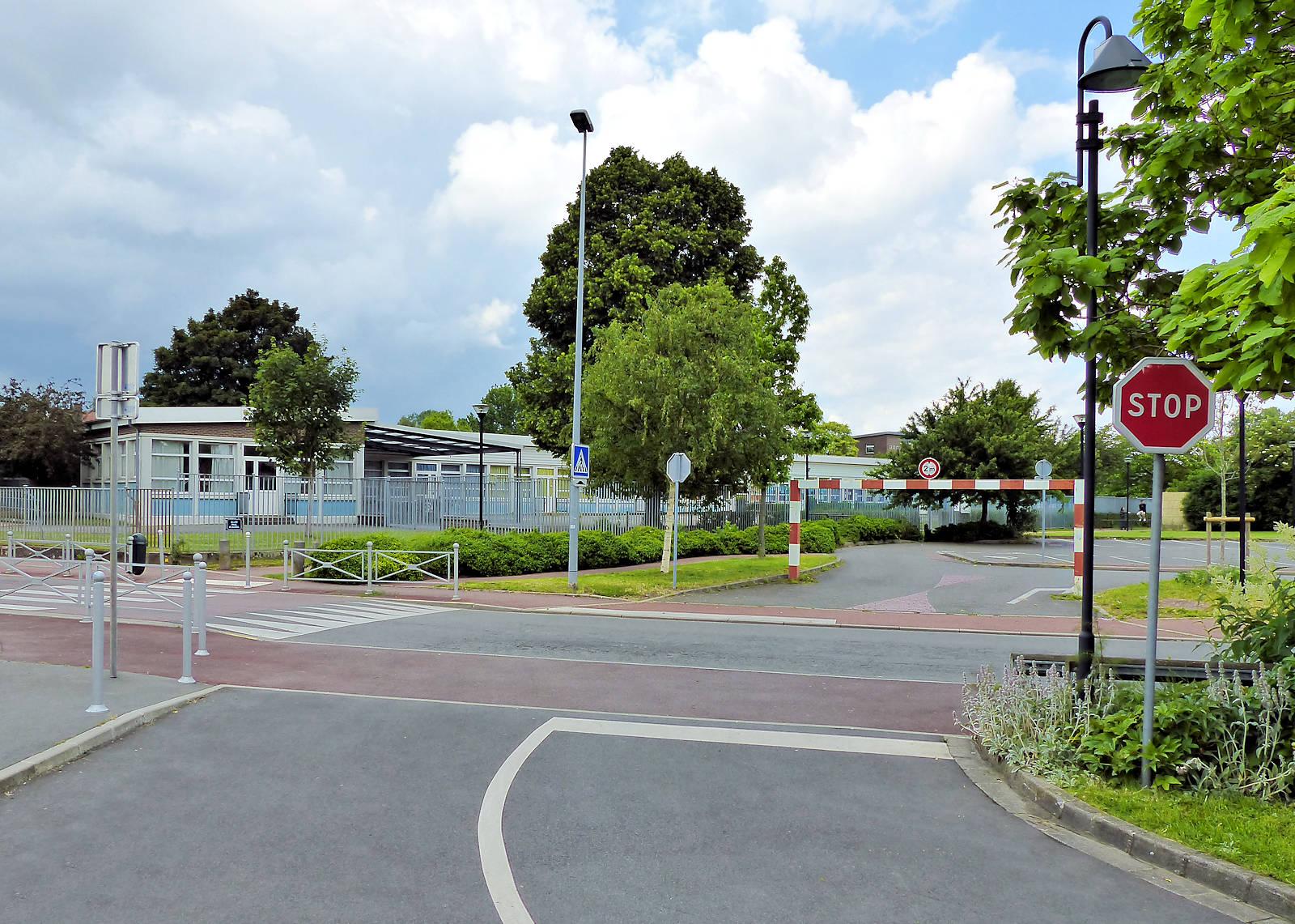 École Maternelle Claudel, Tourcoing - Parking