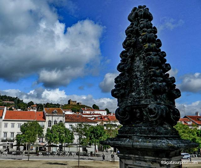 Ruínas de um castelo visigodo em Alcobaça, Portugal