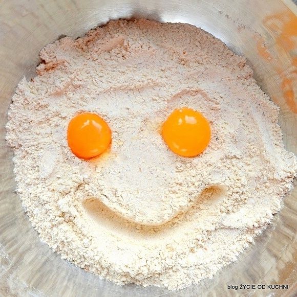 usmiech, kruche ciasto, skladniki na kruche ciasto, zycie od kuchni