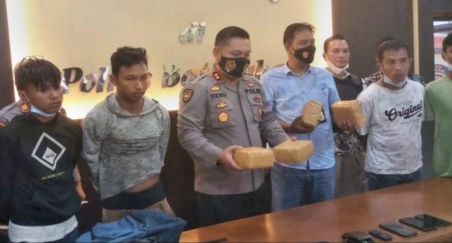 4 Kurir Narkoba di Jambi Ditangkap di Depan Kantor Polisi