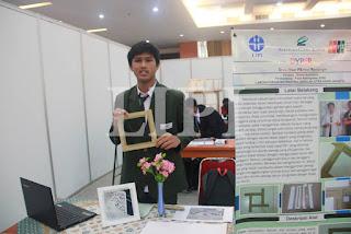 8.   Rheza Andrianto dari SMA Citra Kasih Jakarta denga Judul Karya Dyper (Draw Your Perfect Rectangle)