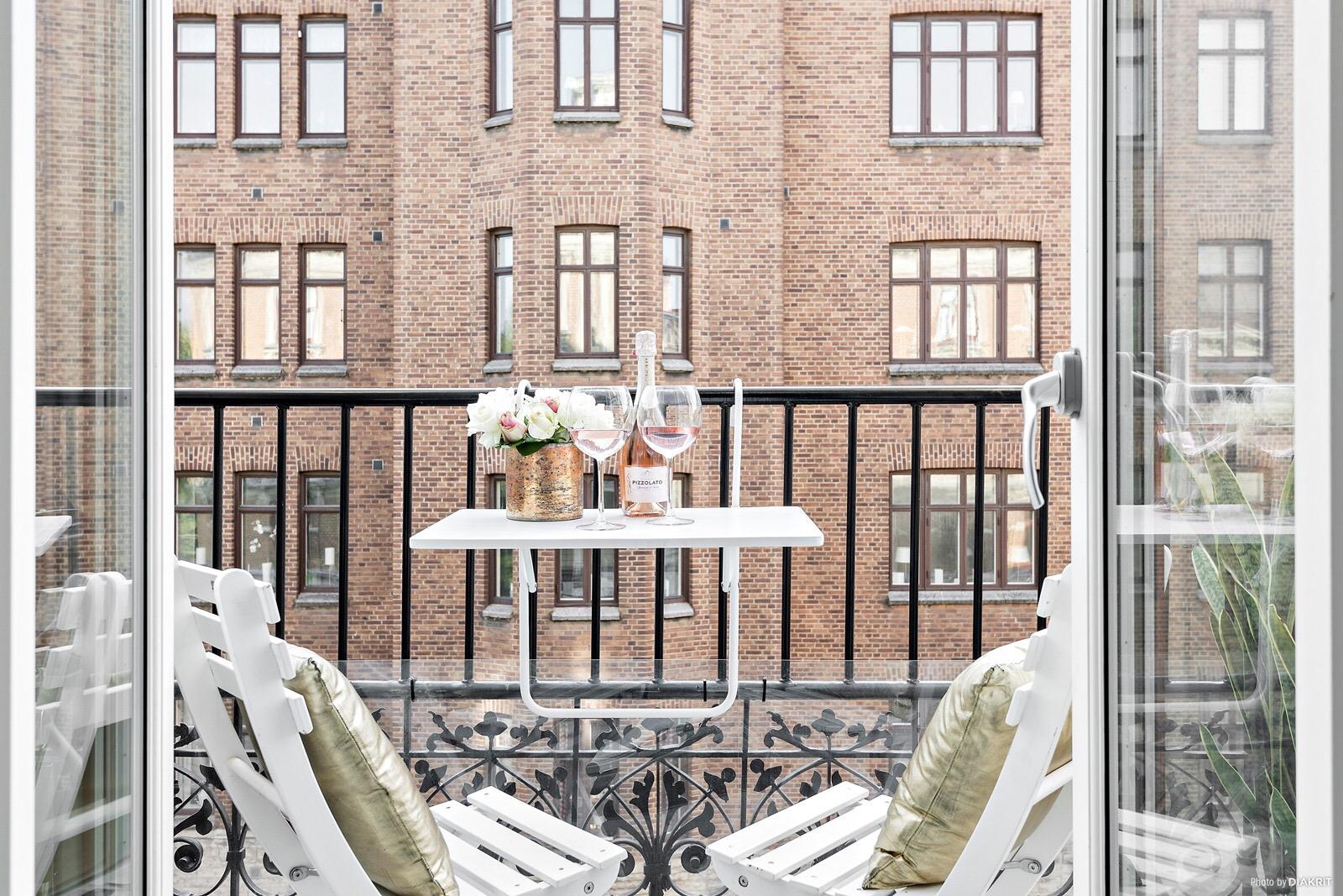Accente aurii ntr un apartament de 58 m jurnal de design for Al saffar interior decoration l l c