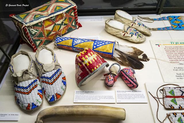 Mocasines y otros objetos - Akta Lakota Museum