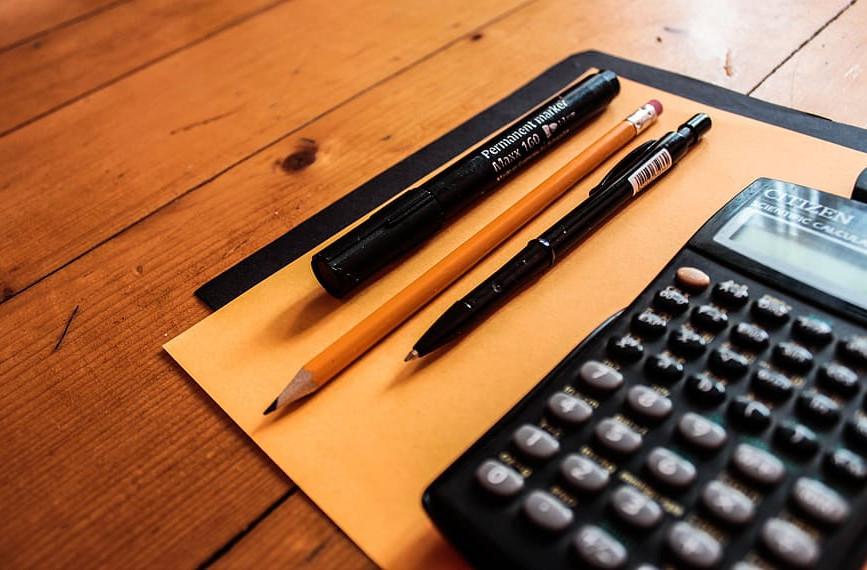 ofertas-en-tres-portatiles-dos-moviles-dos-monitores-un-teclado-dos-ssds-una-fuente