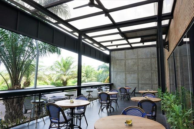 Lvy Kitchen and Bar Jababeka