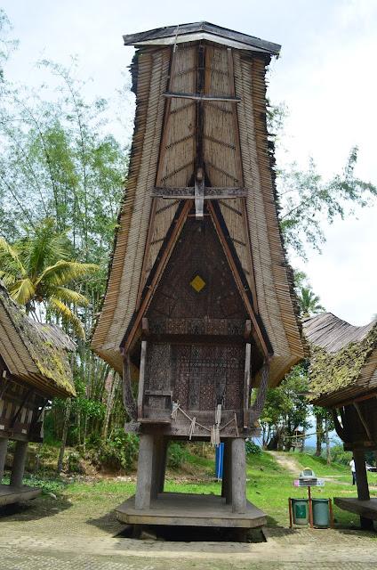 Kayu uru untuk tongkonan Kete Kesu Tana Toraja Sulsel +Fotojelajahsuwanto