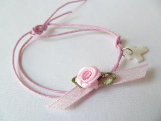 μαρτυρικά βραχιολάκια ροζ με τριανταφυλλάκι και λευκό σταυρό