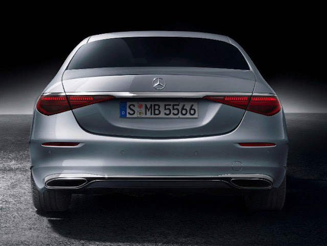 new-mercedes-s-class-2021-taillights-exhaust-and-trunk-door-and-rear-wheels
