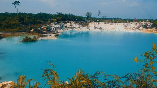 Danau Biru Selakau timur menjadi objek wisata hits tahun ini