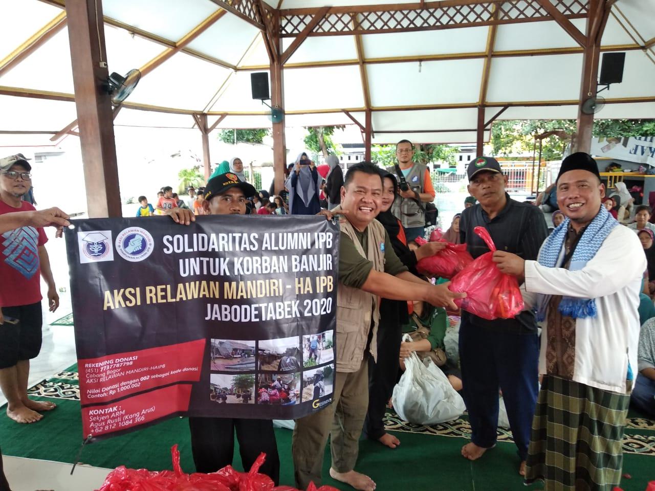 Alumni IPB Gelontorkan 1.900 Paket Bantuan untuk Korban Banjir Jabodetabek