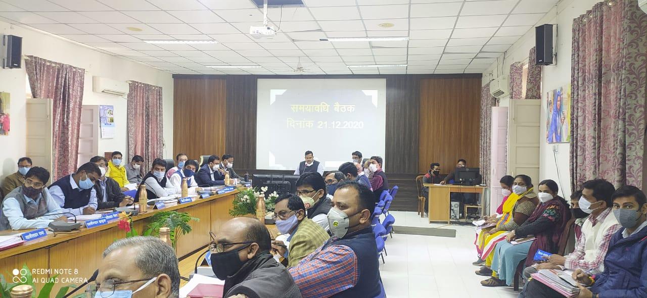 Jhabua News- मुख्यमंत्री हेल्पलाईन पोर्टल पर दर्ज शिकायतों का तत्काल निराकरण करने के निर्देश