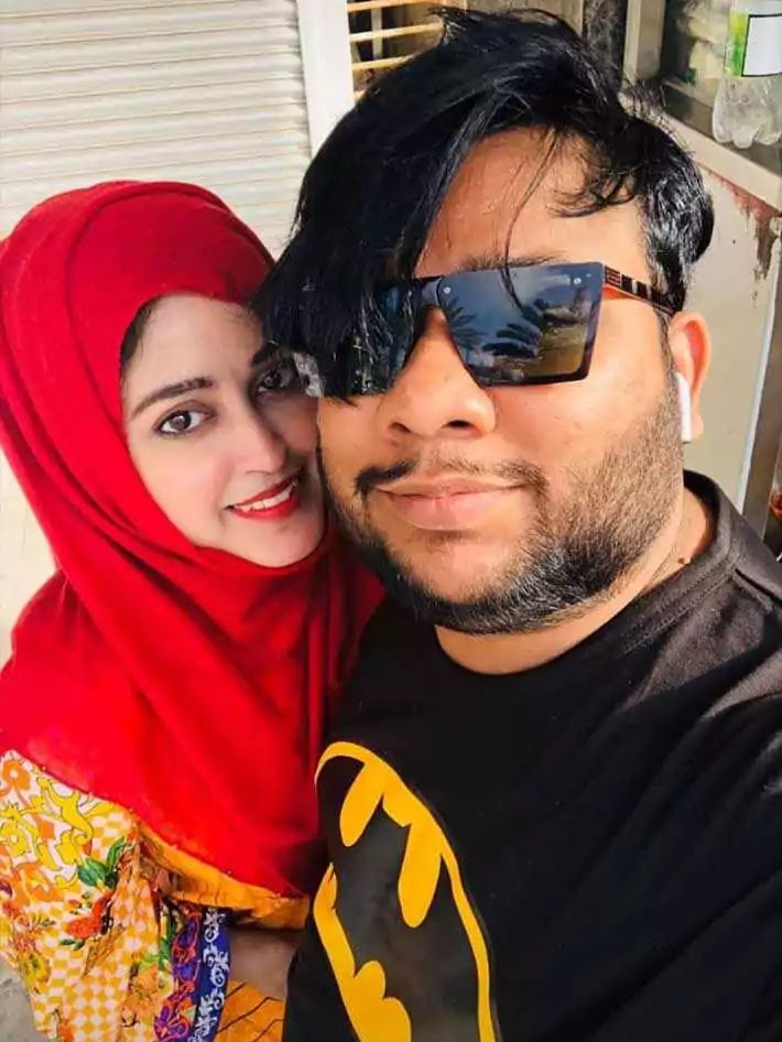Latest Pictures of Nadir Ali With His Wife