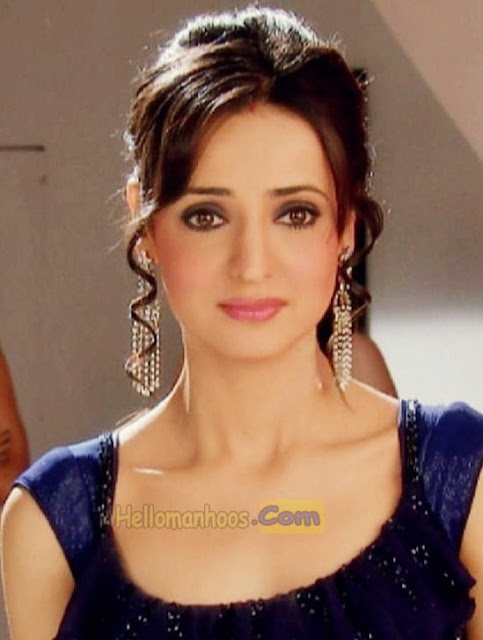 Sanaya Irani Wiki, Age, Family, Husband, Boyfriend, Wedding, Biography