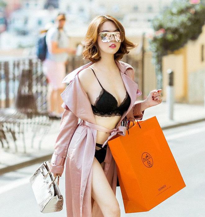 """Người mẫu Ngọc Trinh đã có thời gian đứng đầu danh sách """"gái hư"""" trong showbiz Việt"""