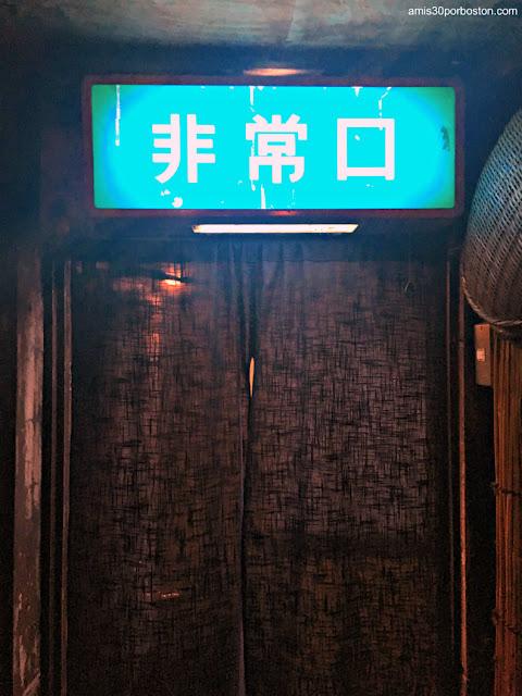 Cortina Salida de Emergencia de esta Izakaya, Tokio