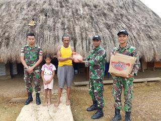 Wujud Ketulusan Satgas Pamtas Yonif Raider 142/KJ Dalam Membantu mengatasi Kesulitan Rakyat di Tapal Batas