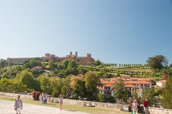 Un dia en Comillas, joya de Cantabria. Universidad Pontificia