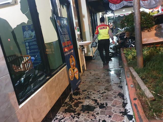 Puslabfor Polri Gelar Olah TKP Penyerangan Kantor Polsek Ciracas