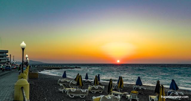 Praia de Elli, na Cidade de Rodes, Dodecaneso, Grécia