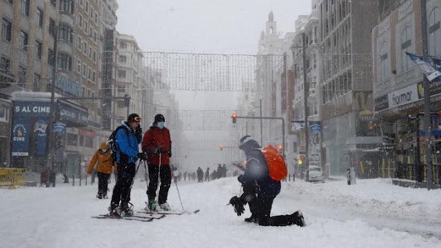 Τρεις νεκροί από πρωτοφανή χιονοθύελλα στη Μαδρίτη (βίντεο)