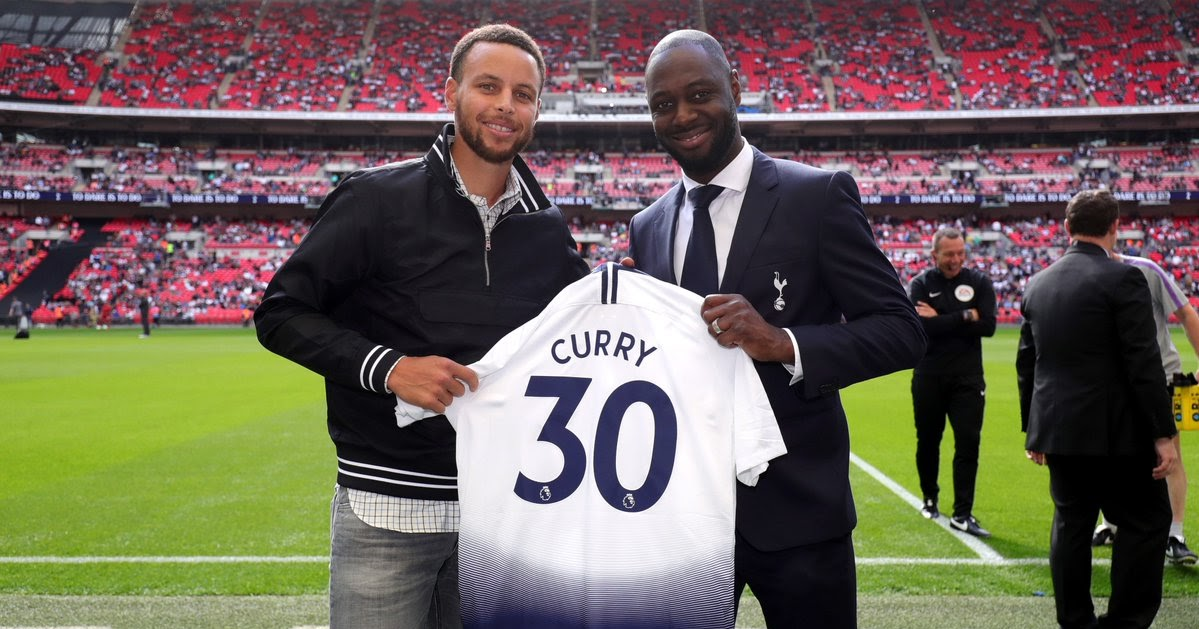 Stephen Curry gets personalised Spurs shirt | inside World Soccer