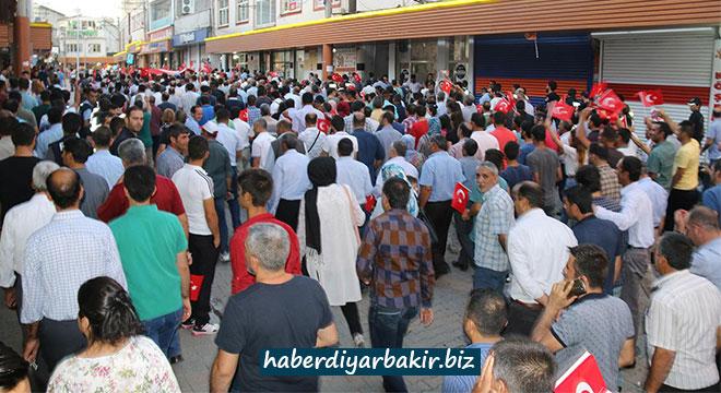 Erganililer darbenin yıldönümünde yürüdü