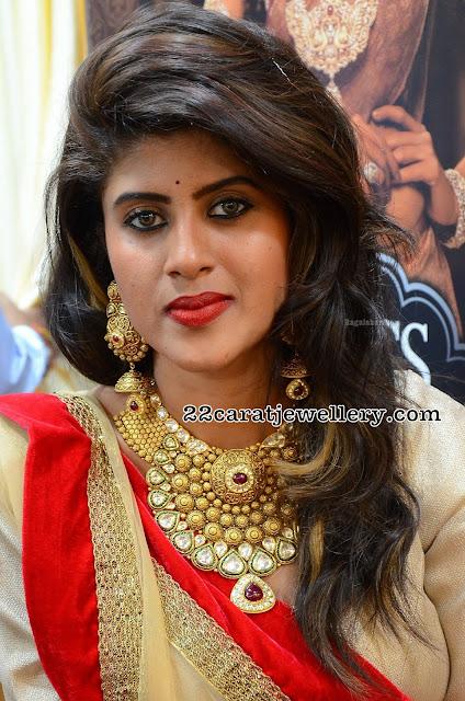 Aishwarya Shetty Heavy Gold Polki Necklace