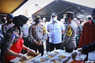 Kunjungan Kapolda Jawa Tengah Ke Dapur Umum dan Posko Banjir Kaligawe Kota Semarang