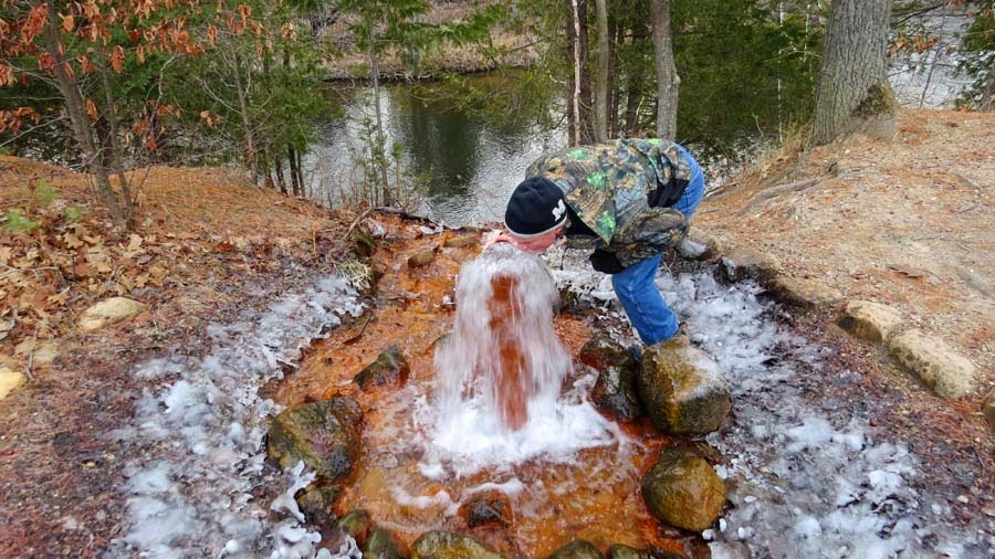 The Agatelady: Adventures and Events: Flowing Artesian Well
