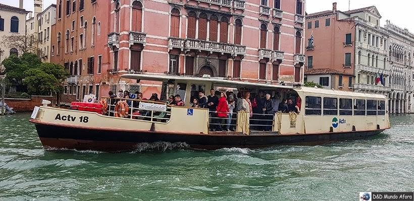 Vaporetto nos canais de Veneza - Diário de Bordo - 1 dia em Veneza