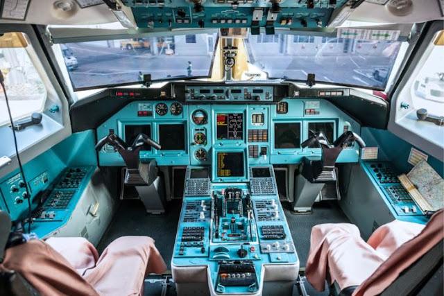 Tupolev Tu-214 Cockpit