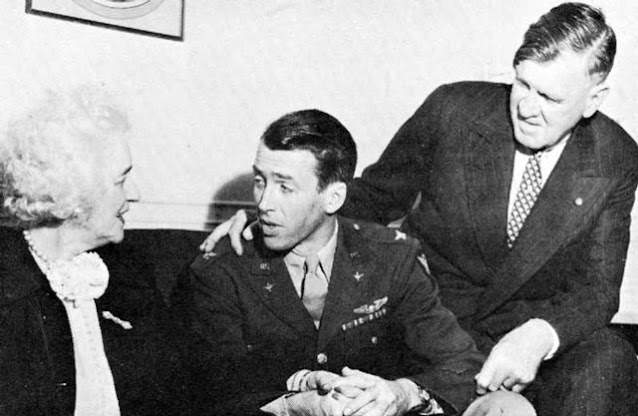 Jimmy Stewart with his mother and father worldwartwo.filminspector.com
