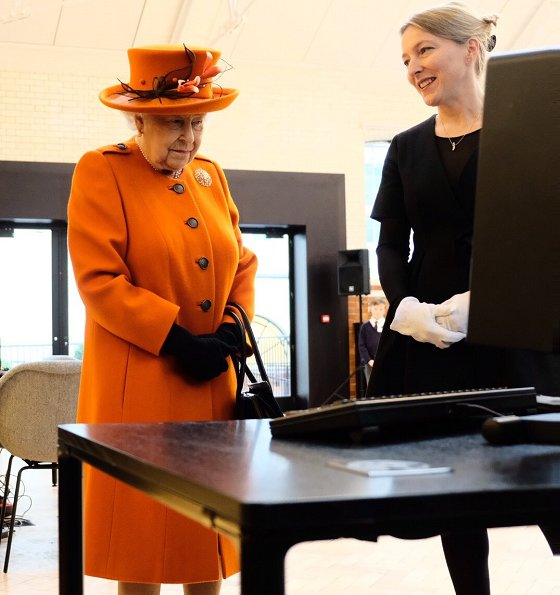 The Queen visited the Science Museum today celebrates the technology of communications. Style of the Queen