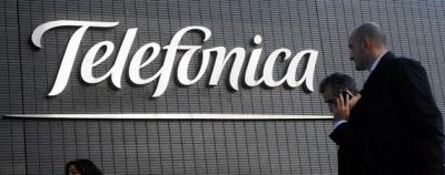 Telefónica SA, una de las empresas más endeudadas del mundo, podría establecer dos divisiones, una en América Latina y otra en Europa, para protegerse de un nuevo deterioro de la economía española, afirmó Ángel Vilá, director general de finanzas del gigante español de telecomunicaciones. Un ejecutivo de Telefónica en América Latina, que prefirió el anonimato, indicó que después de evaluar varias posibilidades, incluyendo Miami, la empresa habría escogido a São Paulo como sede de su división latino-americana. Telefónica, una de las mayores empresas de España en términos de capitalización bursátil y otrora un símbolo de orgullo de la expansión económica