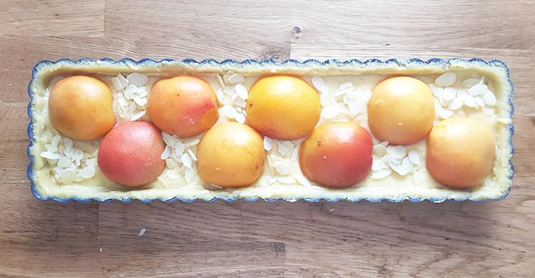 Tarte garnies d'abricots et crème d'amandes