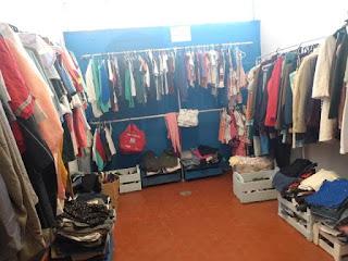"""Fundo Social de Solidariedade possui """"loja"""" de roupas, calçados e acessórios usados para atender pessoas de baixa renda"""