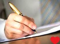Hombre escribiendo una carta al amor