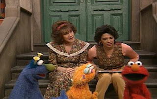 Elmo, Maria, Zoe, Honker and Ruthie try to choose the best picture. Sesame Street The Best of Elmo