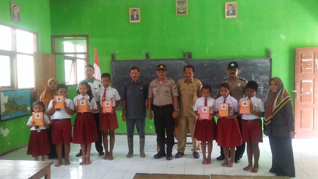 Polisi Sahabat Anak, Polsek Ngluyu Kenalkan Profesi dan Tugas Polisi pada Anak SD
