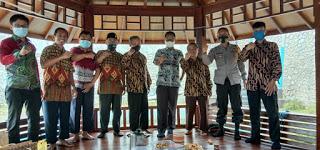 Pengurus Pimpinan Anak Cabang (PAC) Lembaga Dakwah Islam Indonesia (LDII) Kelurahan Cibeber Beraudiensi Bengan Lurah Cibeber