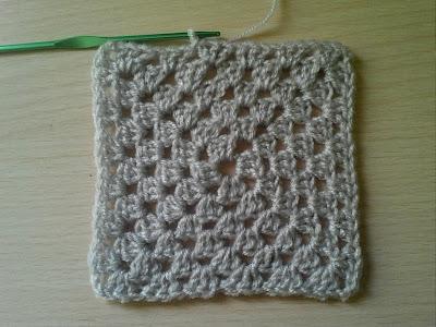فيديو لطريقة عمل مربع الجراني بلون واحد  . كروشيه مربع الجراني . Granny Square Crochet. طريقة عمل مربع من الكروشيه -..طريقة عمل مربع الكروشيه البسيط بلون واحد .