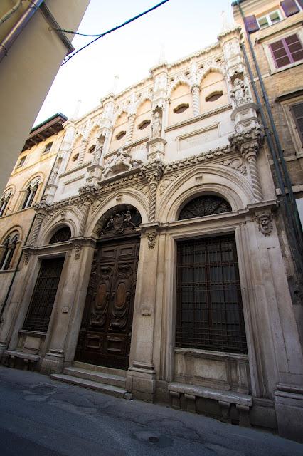 Via della loggia-Ancona