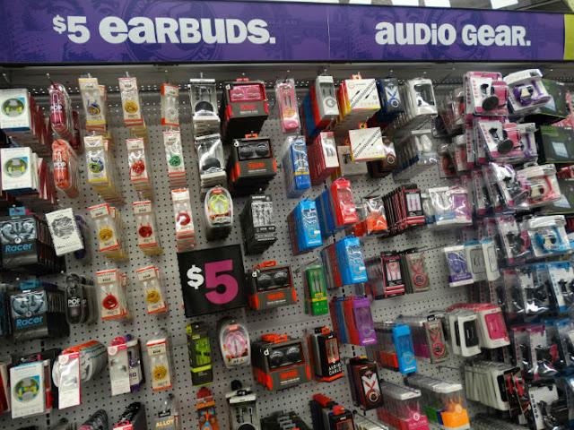 Loja Five Below em Miami: fones de ouvido e eletrônicos