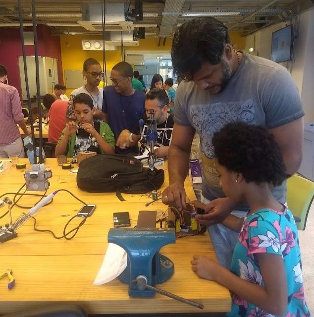 Oficina de Robótica une pais e filhos, no REC'N Play